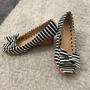 Black and white striped peep toe bow shoes
